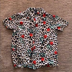 🔥 cheetah shirt (doesn't fit me sadly)  small